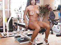 Candice travay l ' bèl pussy nan jimnastik la